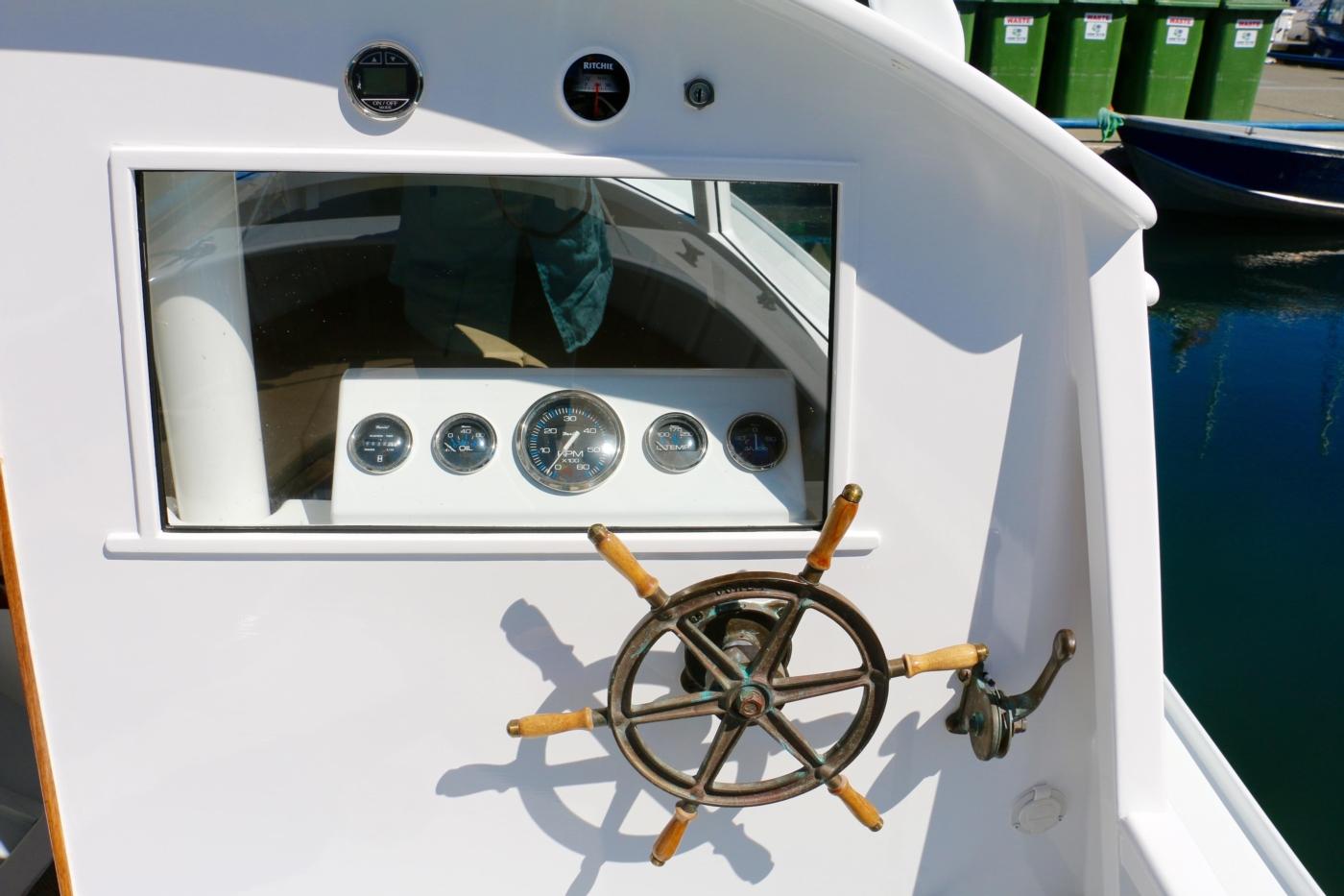 1980 Bill Garden Pocket Cruiser 20, Helm Station with bronze wheel