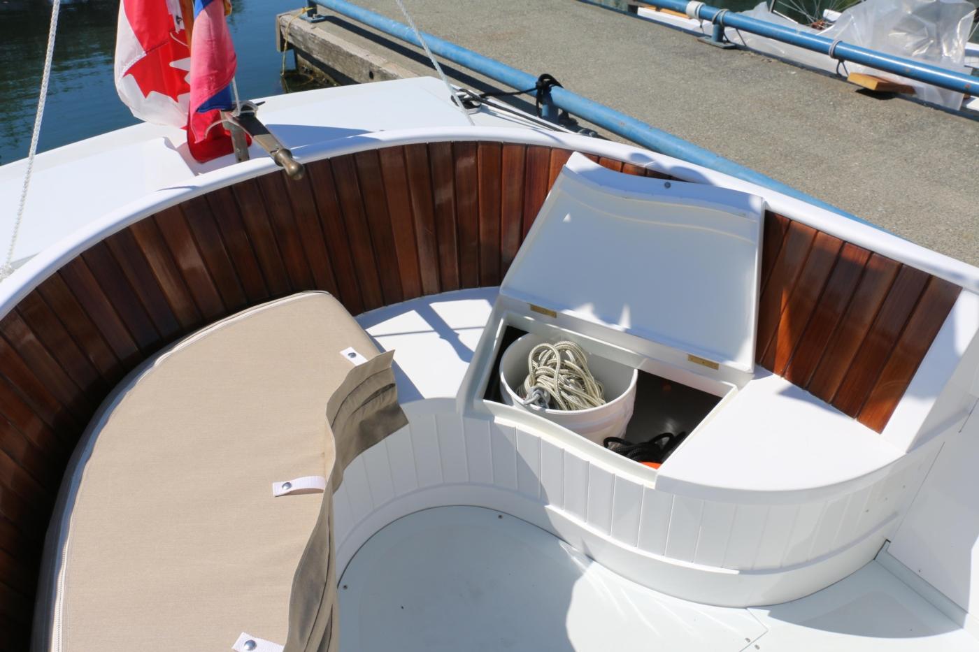 1980 Bill Garden Pocket Cruiser 20, Storage below cockpit seating