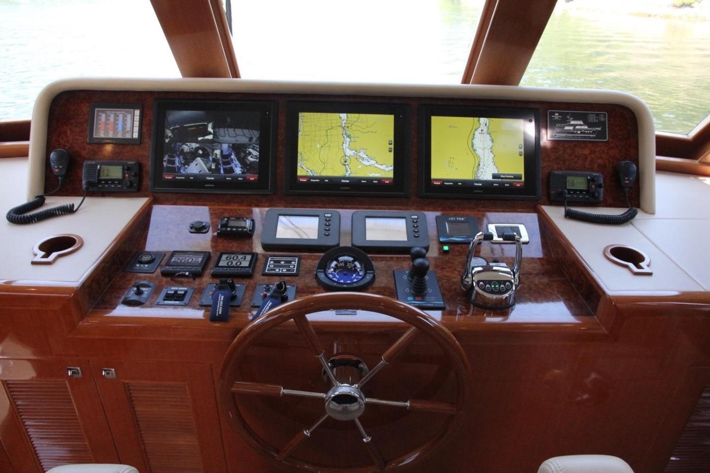 2016 Hampton Endurance 686 LRC Skylounge, Helm