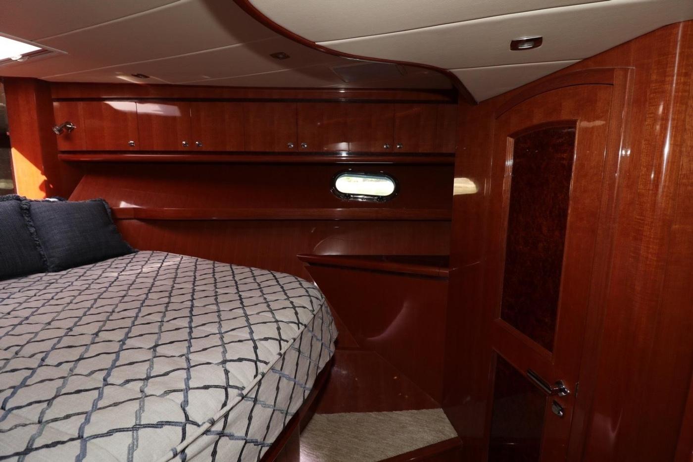 2016 Hampton Endurance 686 LRC Skylounge, VIP Stateroom