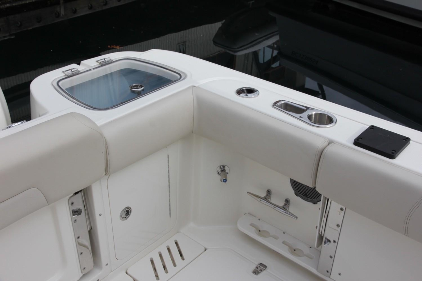 2017 Boston Whaler 345 Conquest, Live Bait Well