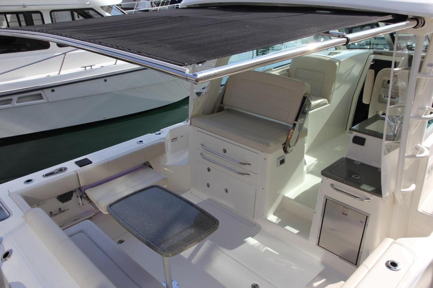 2017 Boston Whaler 345 Conquest, Retractable Cockpit Shade