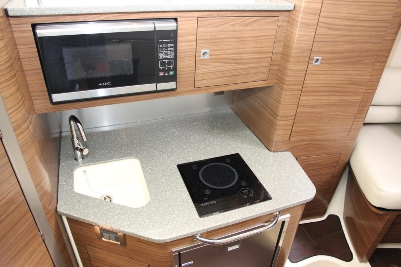 2017 Boston Whaler 345 Conquest, Galley
