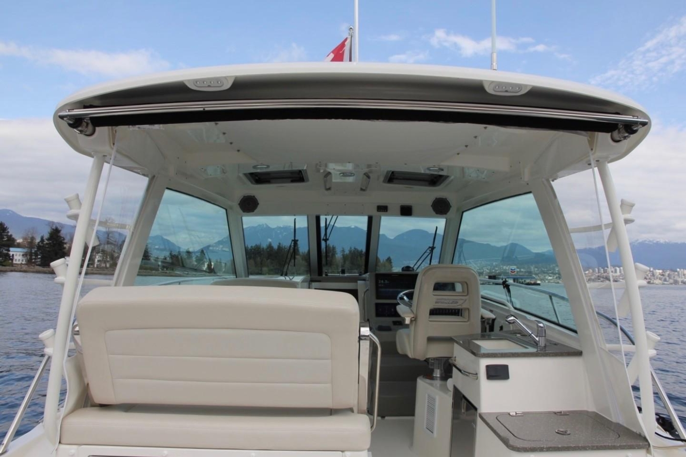 2017 Boston Whaler 345 Conquest, Reversible Bench Seating