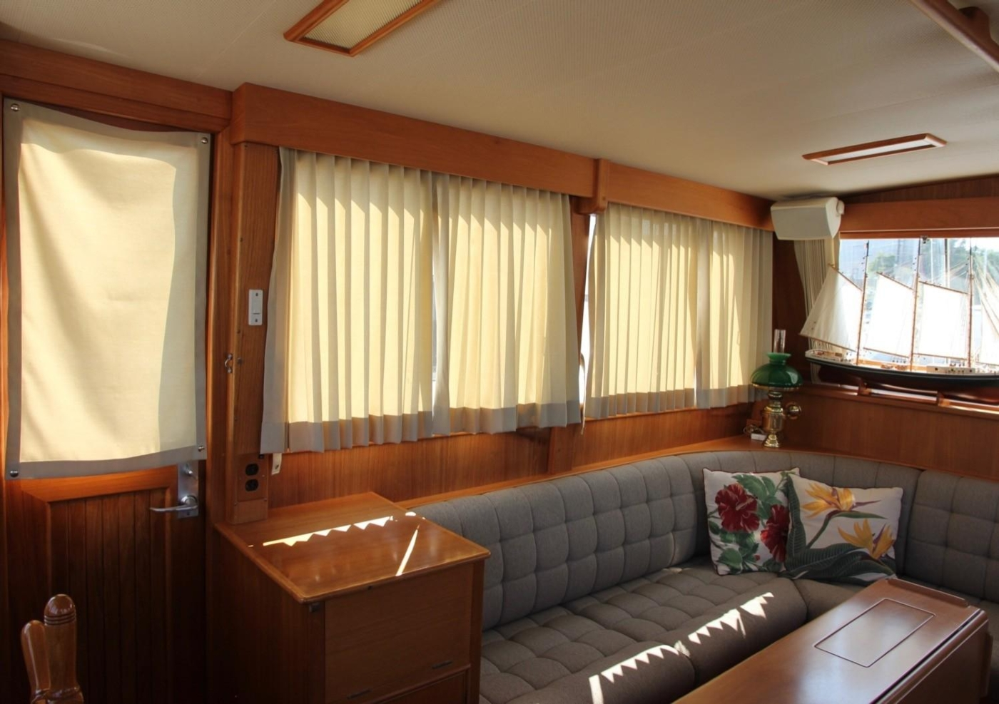 1995 Grand Banks Classic, Starboard Salon Looking Aft