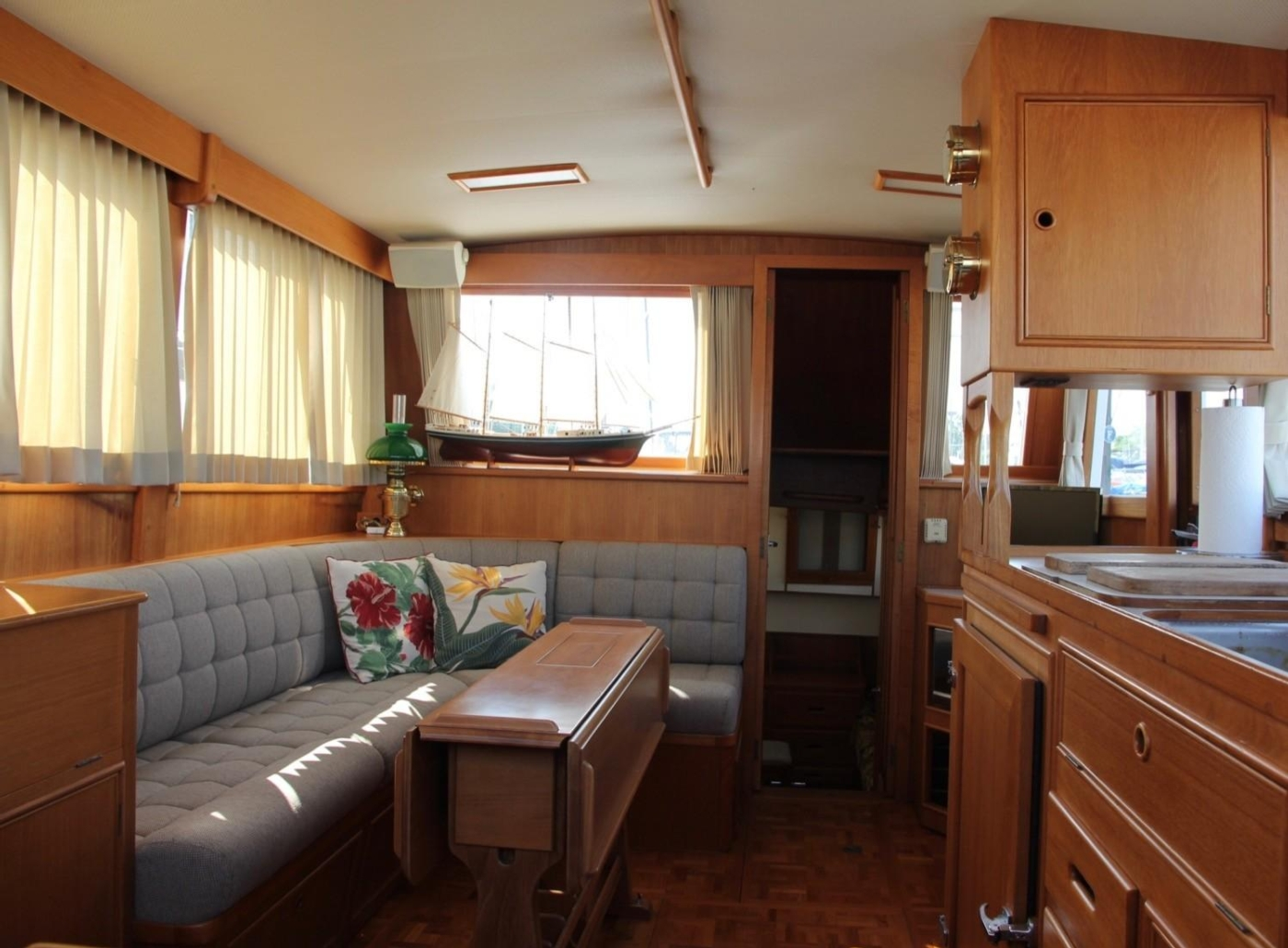 1995 Grand Banks Classic, Salon Looking Aft