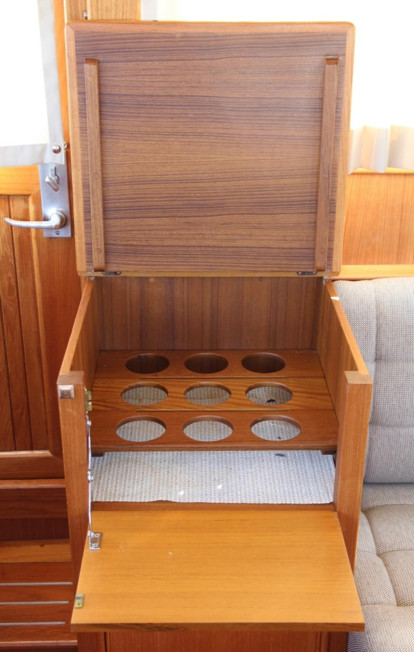 1995 Grand Banks Classic, Bar Cabinet