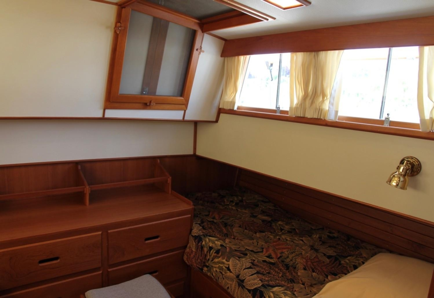 1995 Grand Banks Classic, Aft Cabin Port