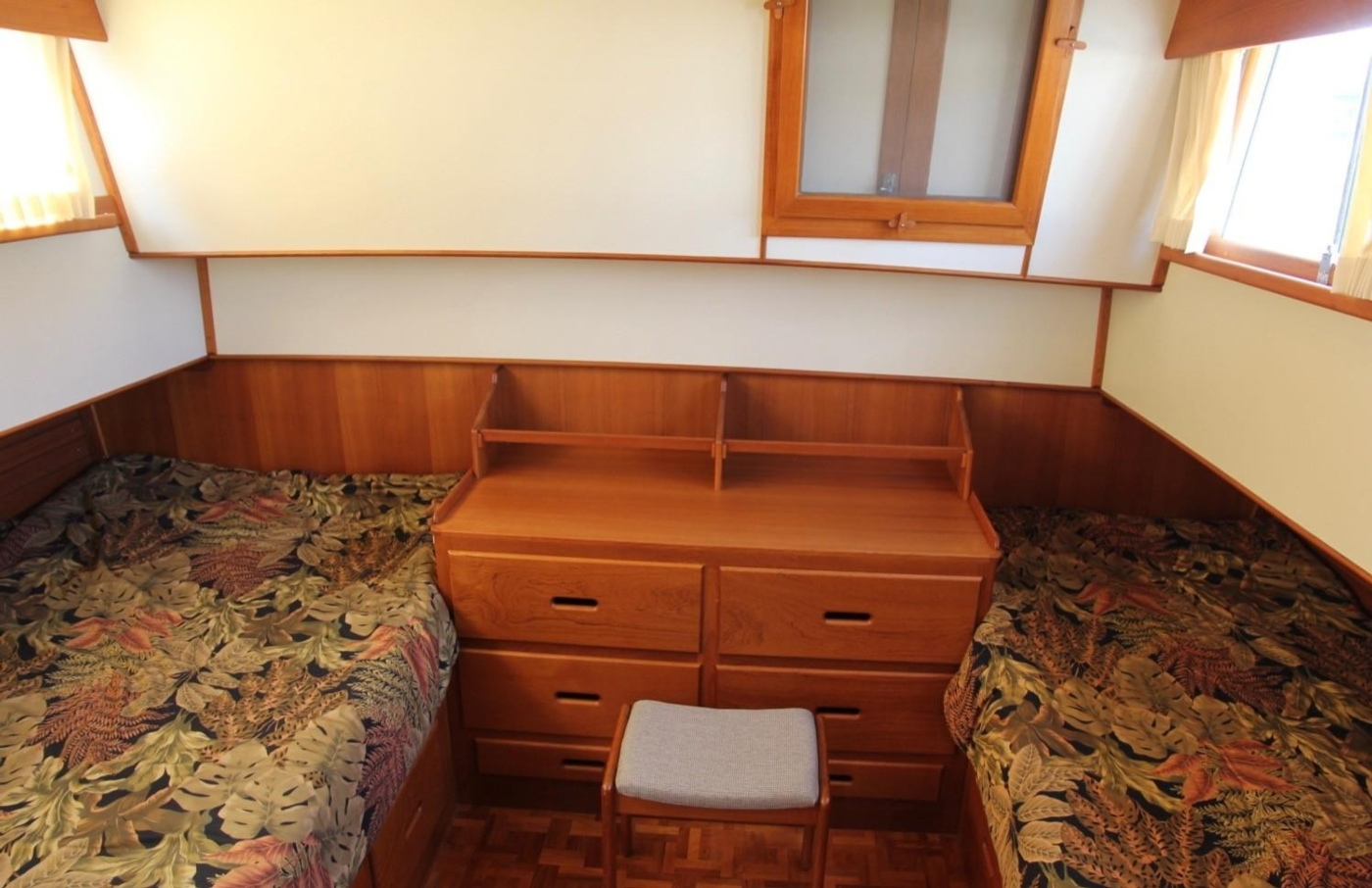 1995 Grand Banks Classic, Aft Accommodation Cabin