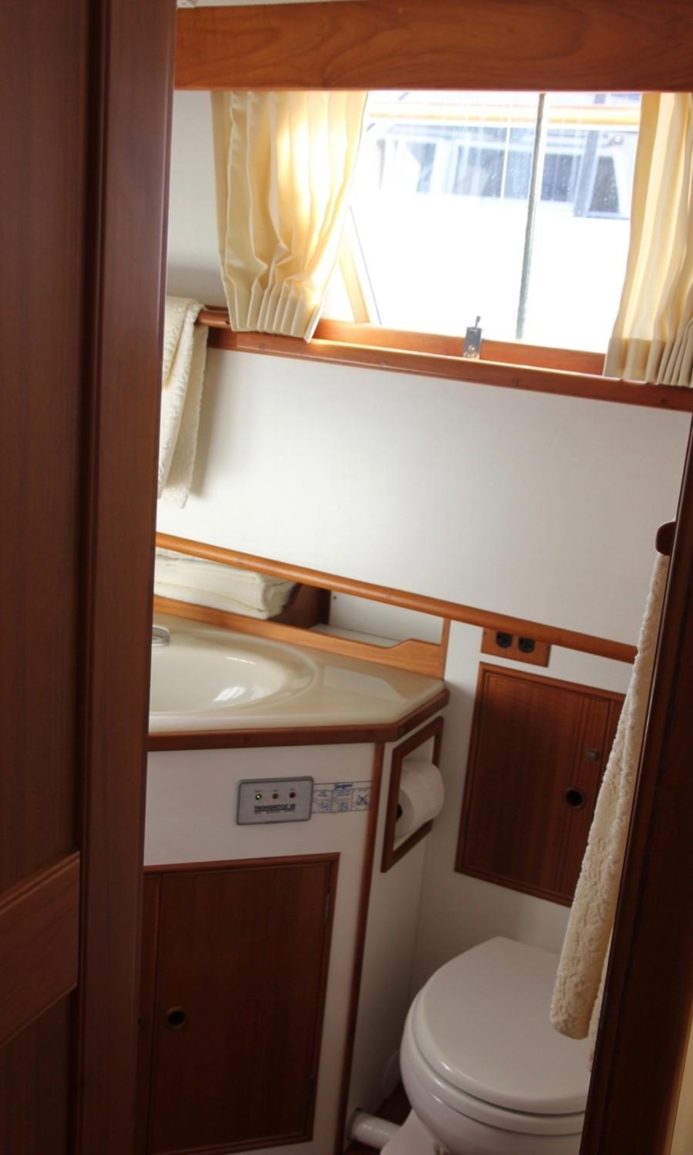 1995 Grand Banks Classic, Aft Ensuite