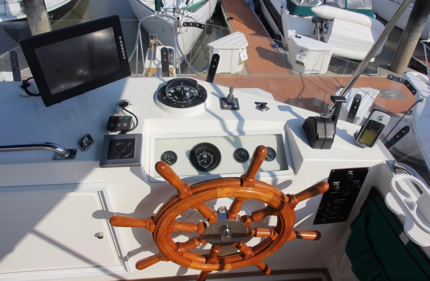 1995 Grand Banks Classic, Flybridge Helm Station
