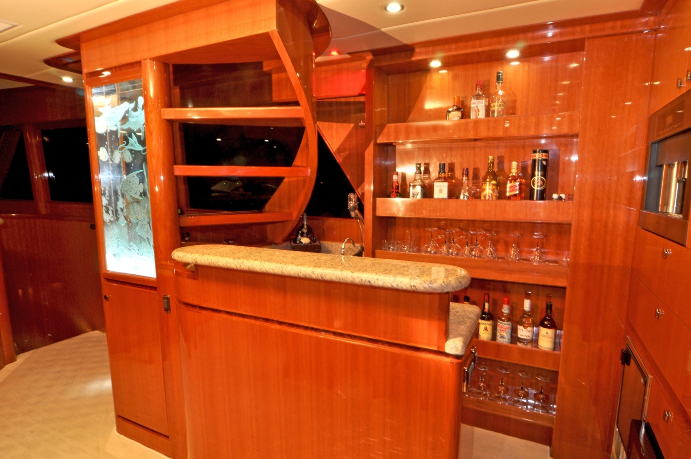 2011 Hampton 75 Endurance LRC, Bar area