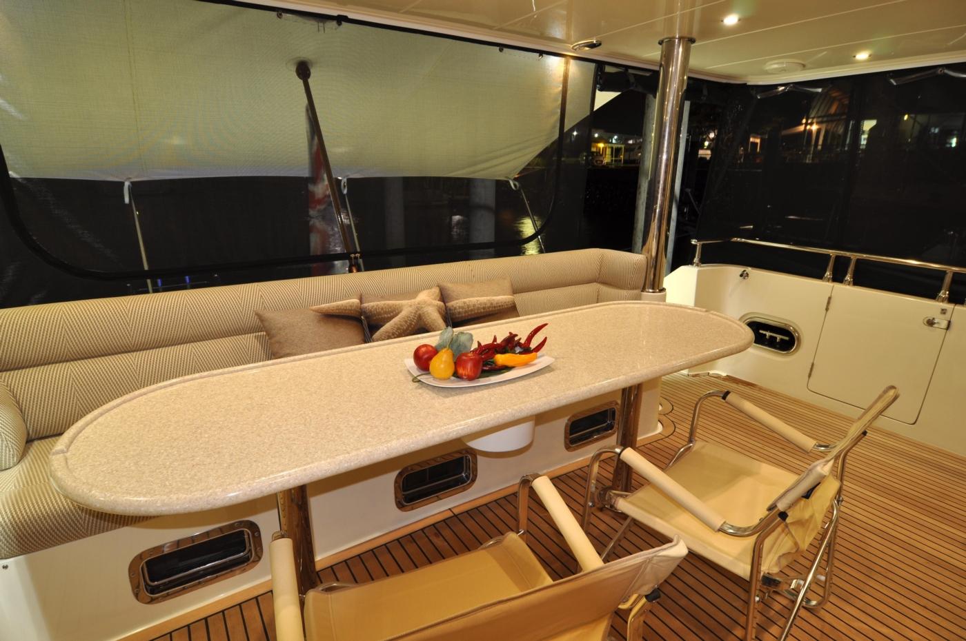 2011 Hampton 75 Endurance LRC, Upper Cockpit