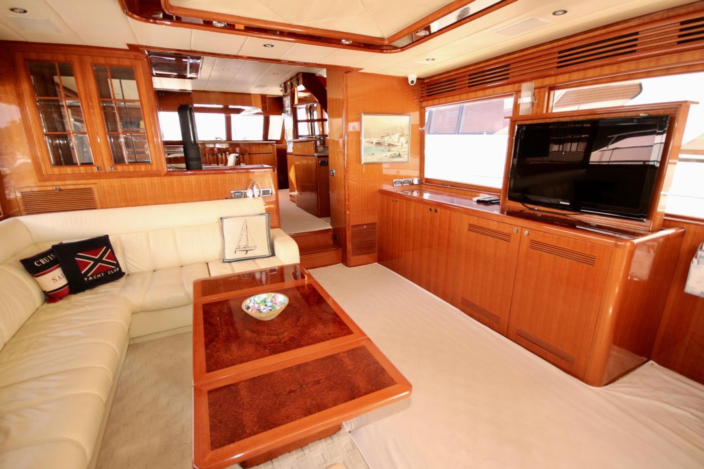 2011 Hampton 75 Endurance LRC, Salon
