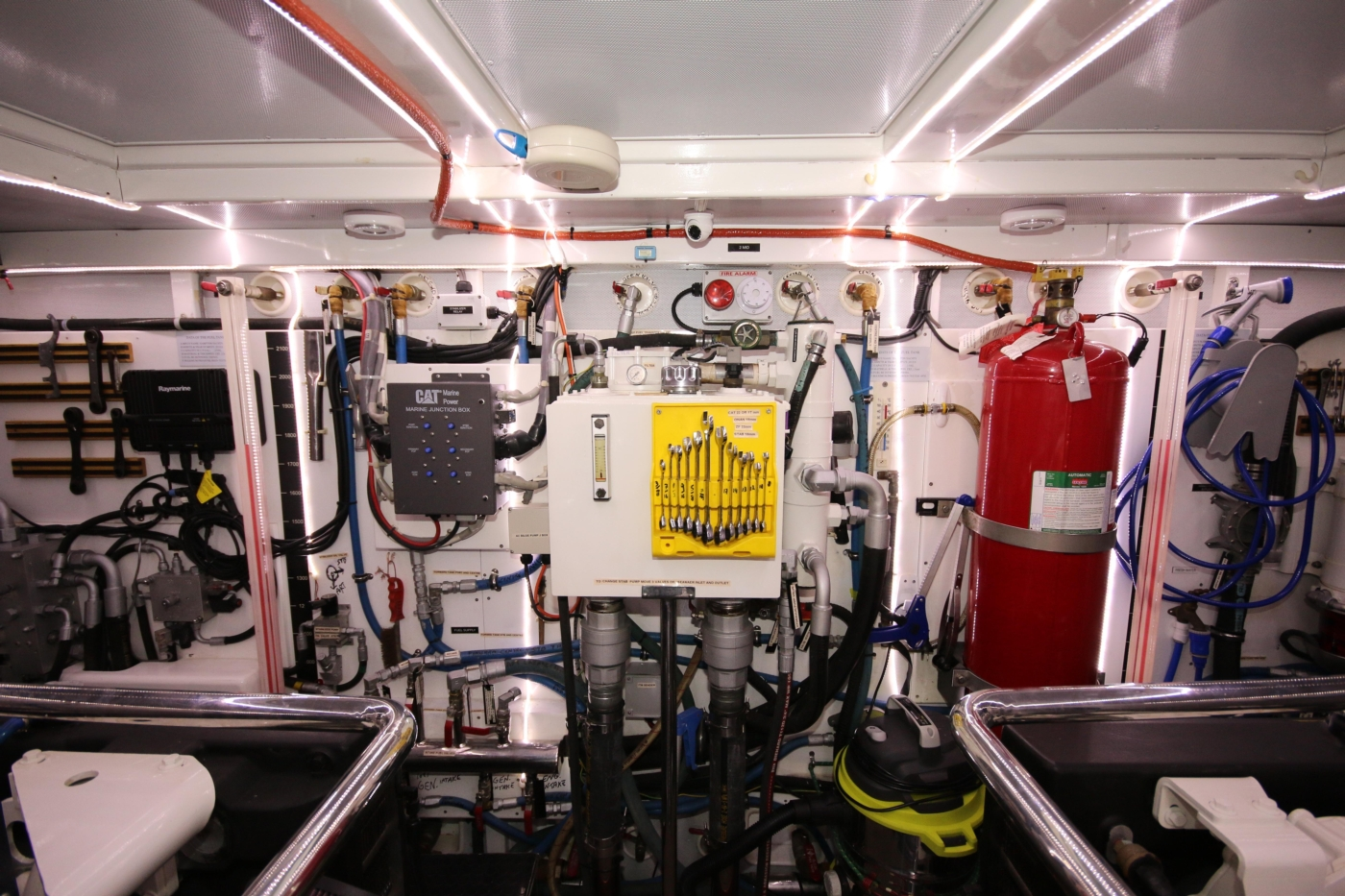 2011 Hampton 75 Endurance LRC, Engine Room