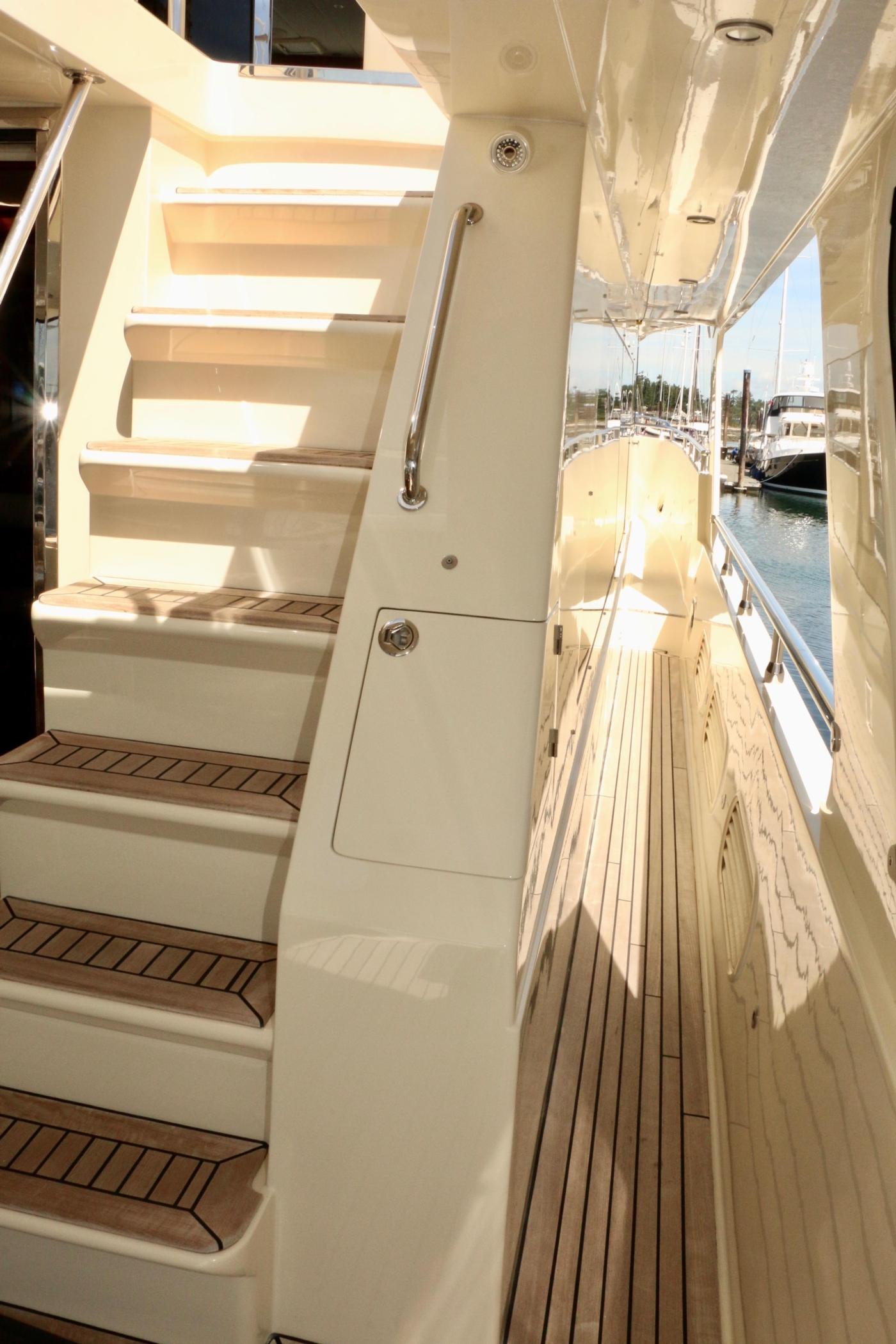 2011 Hampton 75 Endurance LRC, Cockpit stairs to boat deck