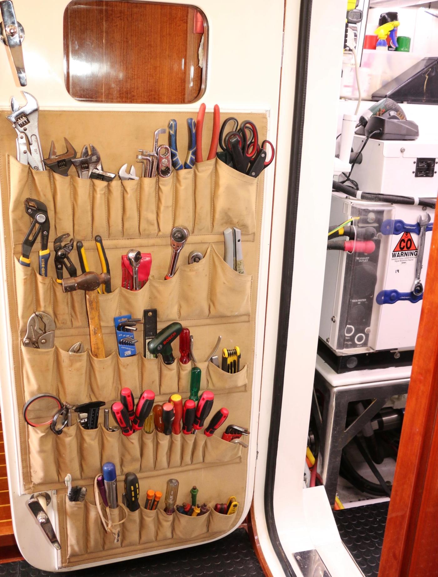 2011 Hampton 75 Endurance LRC, Engine Room tools