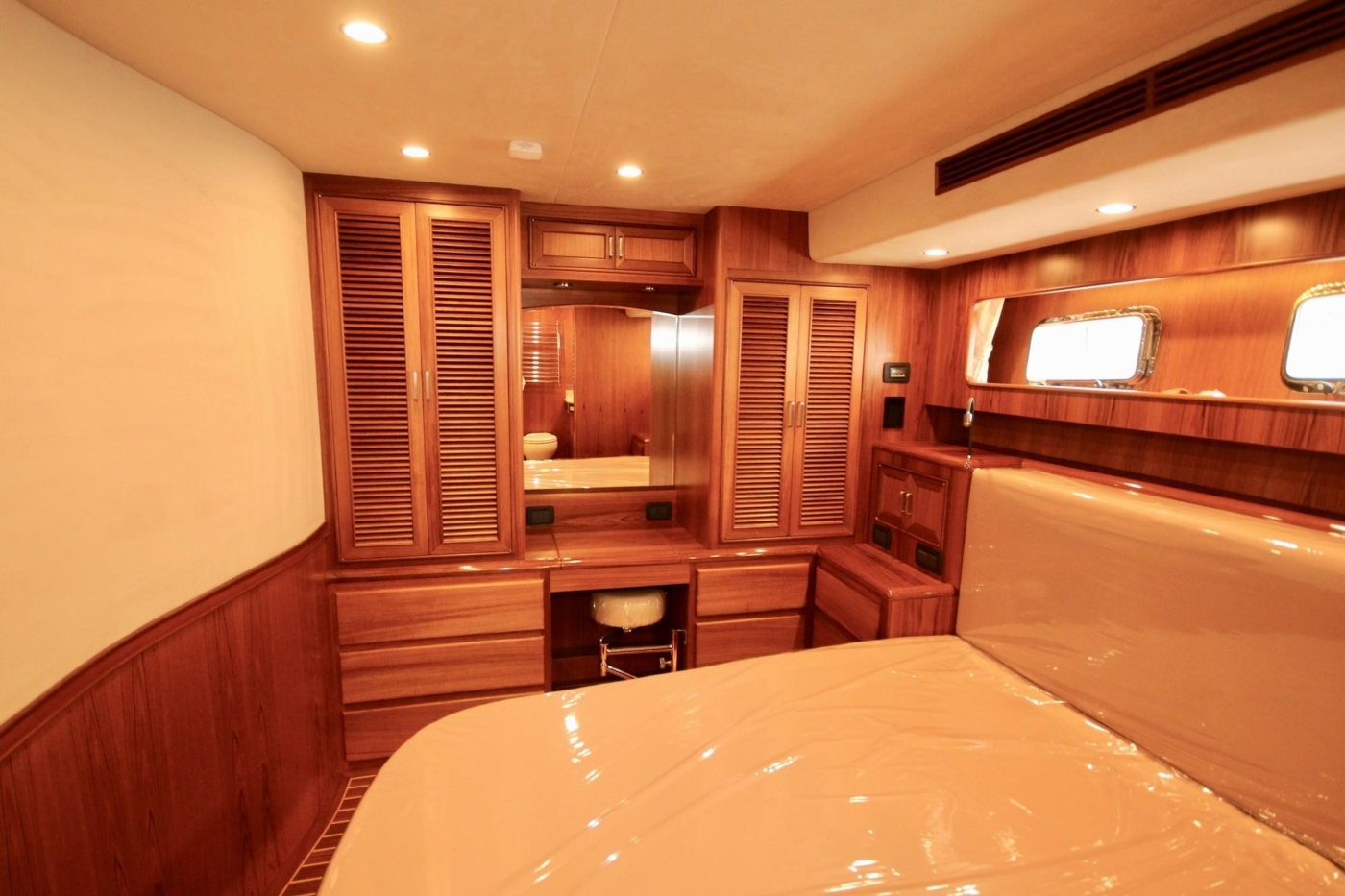 2020 Fleming 65 Pilothouse In Stock, Master Vanity