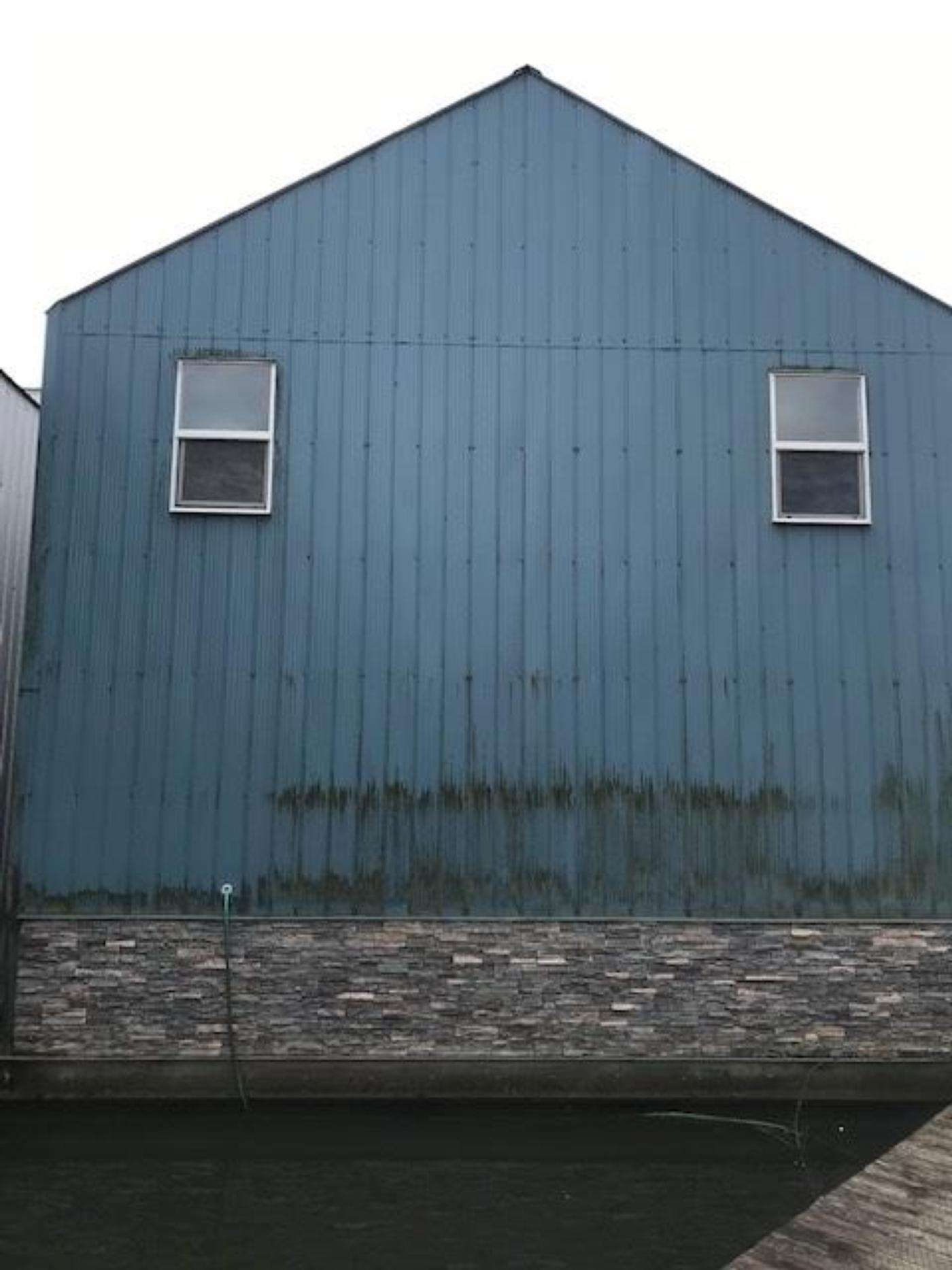 2008 Custom 60 Boathouse, Stone face veneer facing