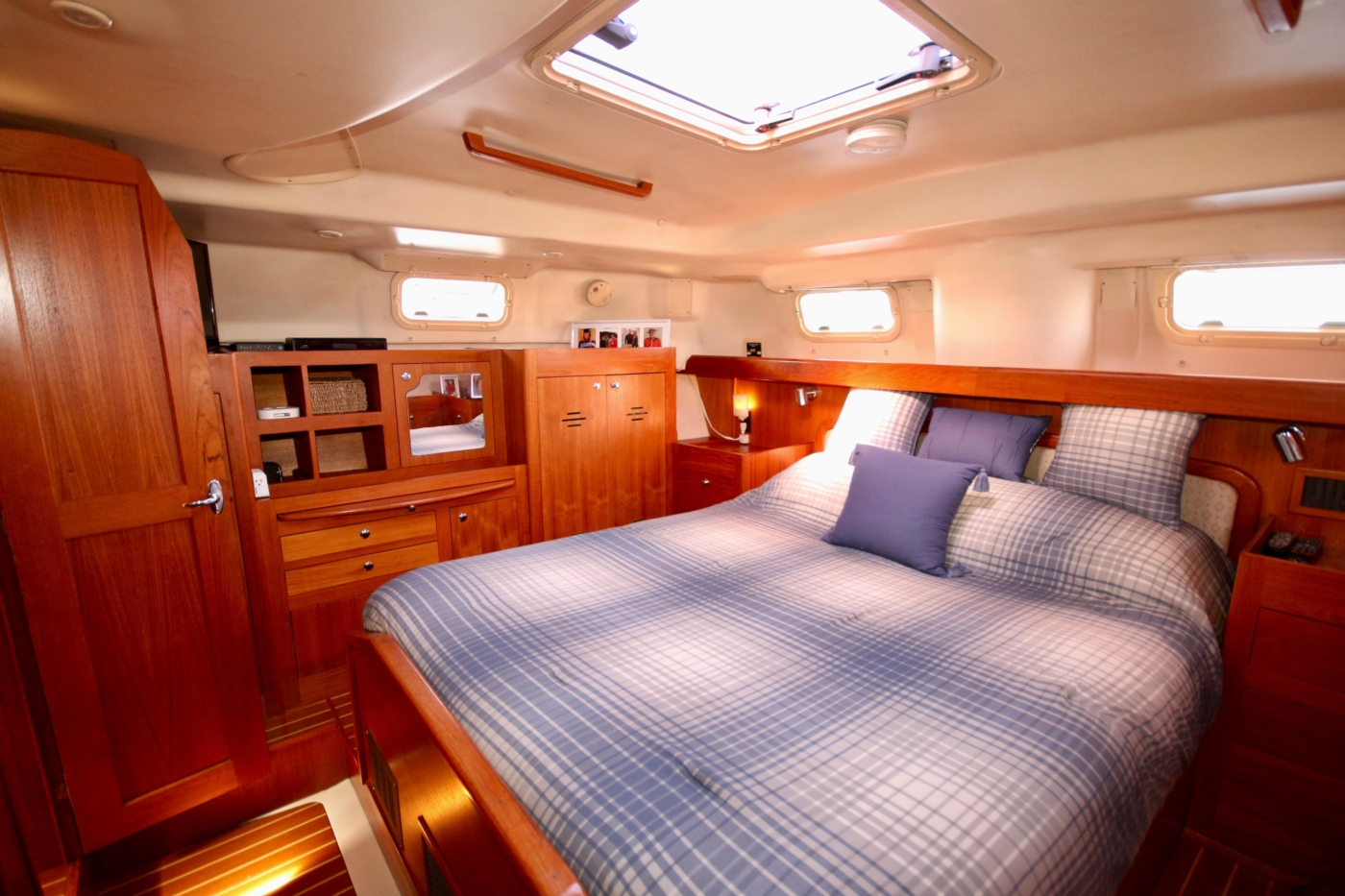 2004 Hunter Passage 420, Master stateroom view to starboard