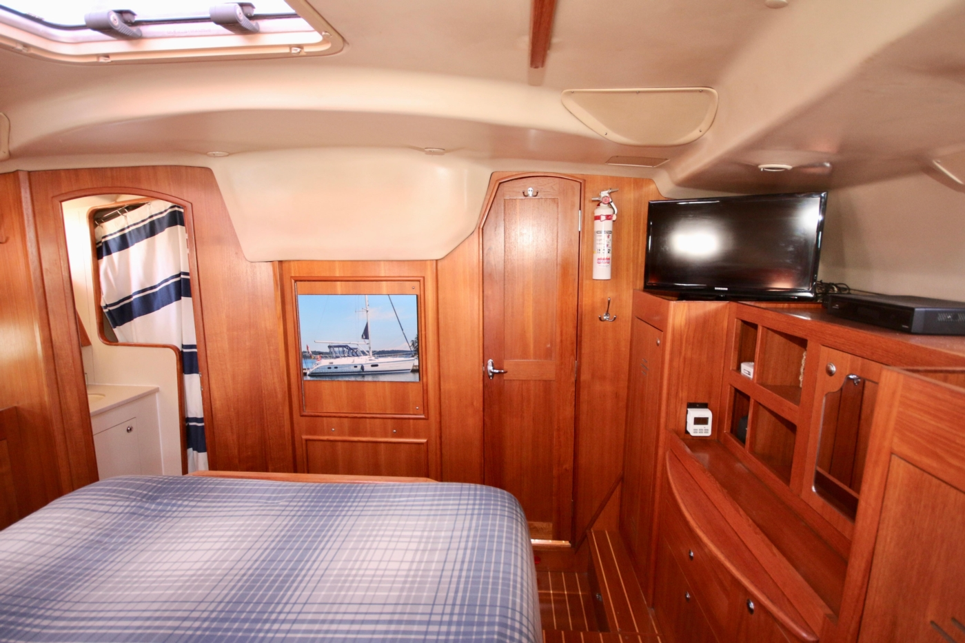 2004 Hunter Passage 420, Master stateroom looking forward