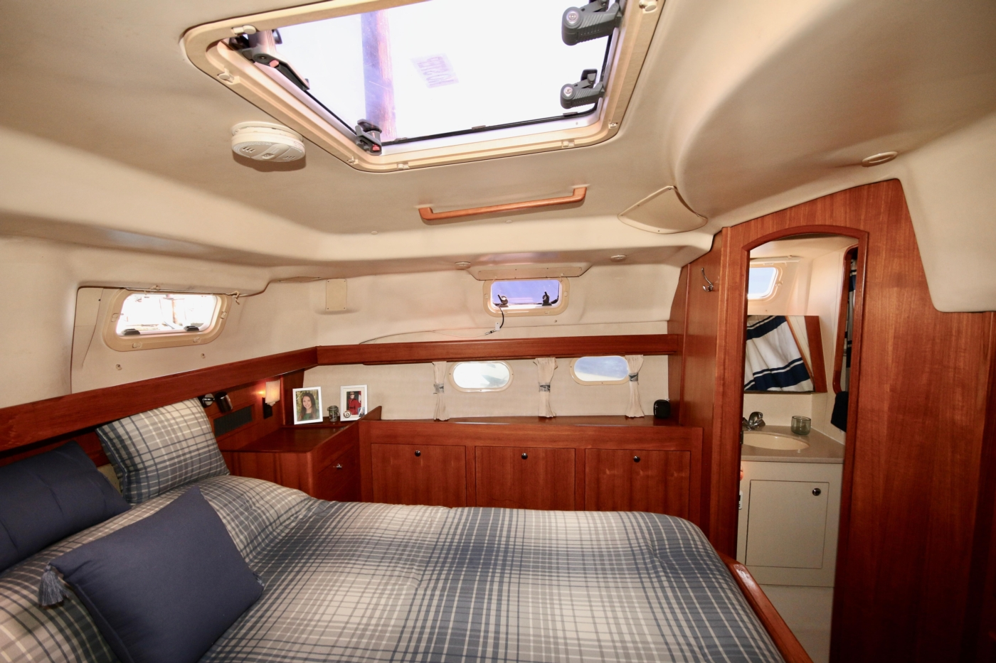 2004 Hunter Passage 420, Master stateroom view to port