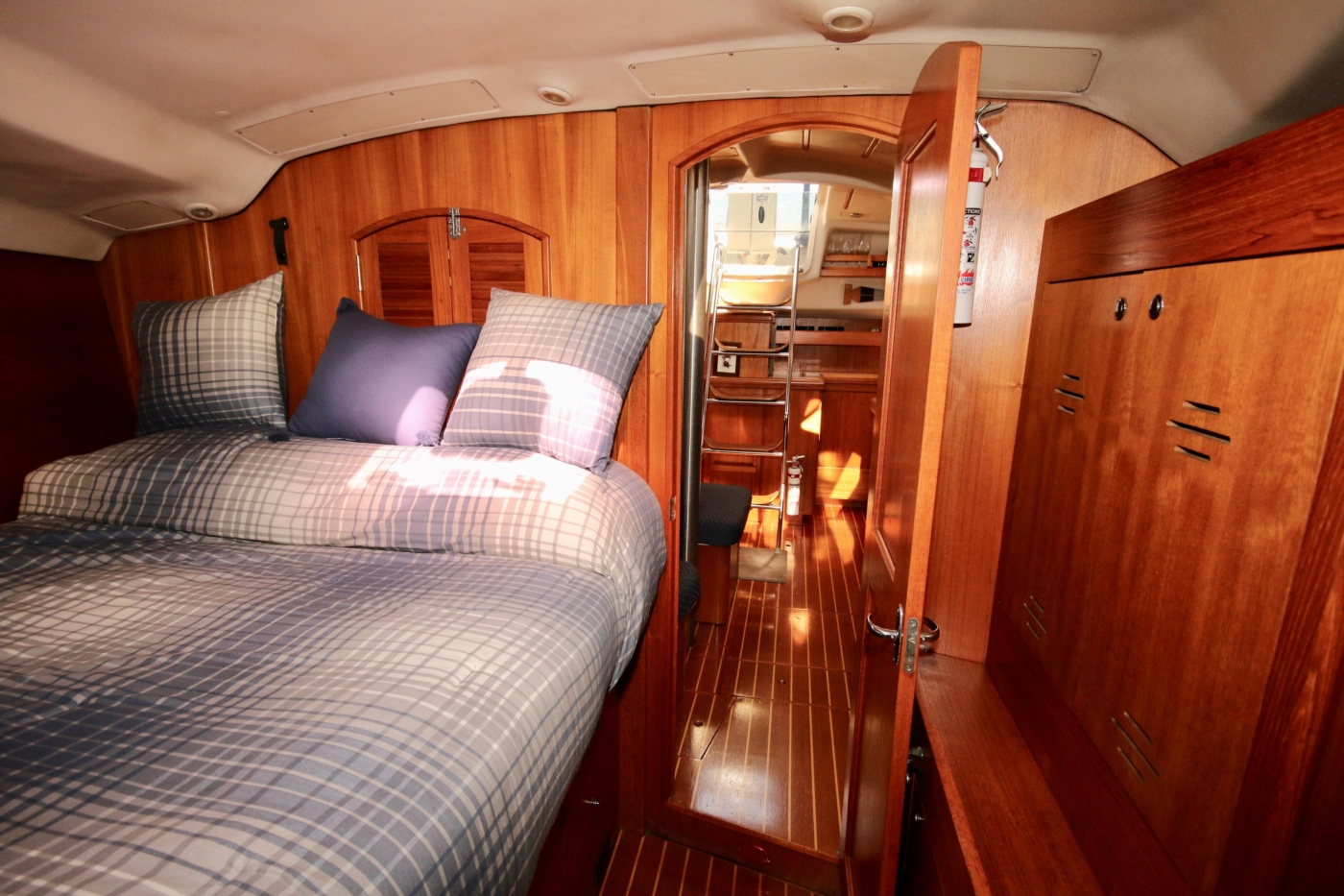 2004 Hunter Passage 420, Guest cabin looking aft to salon