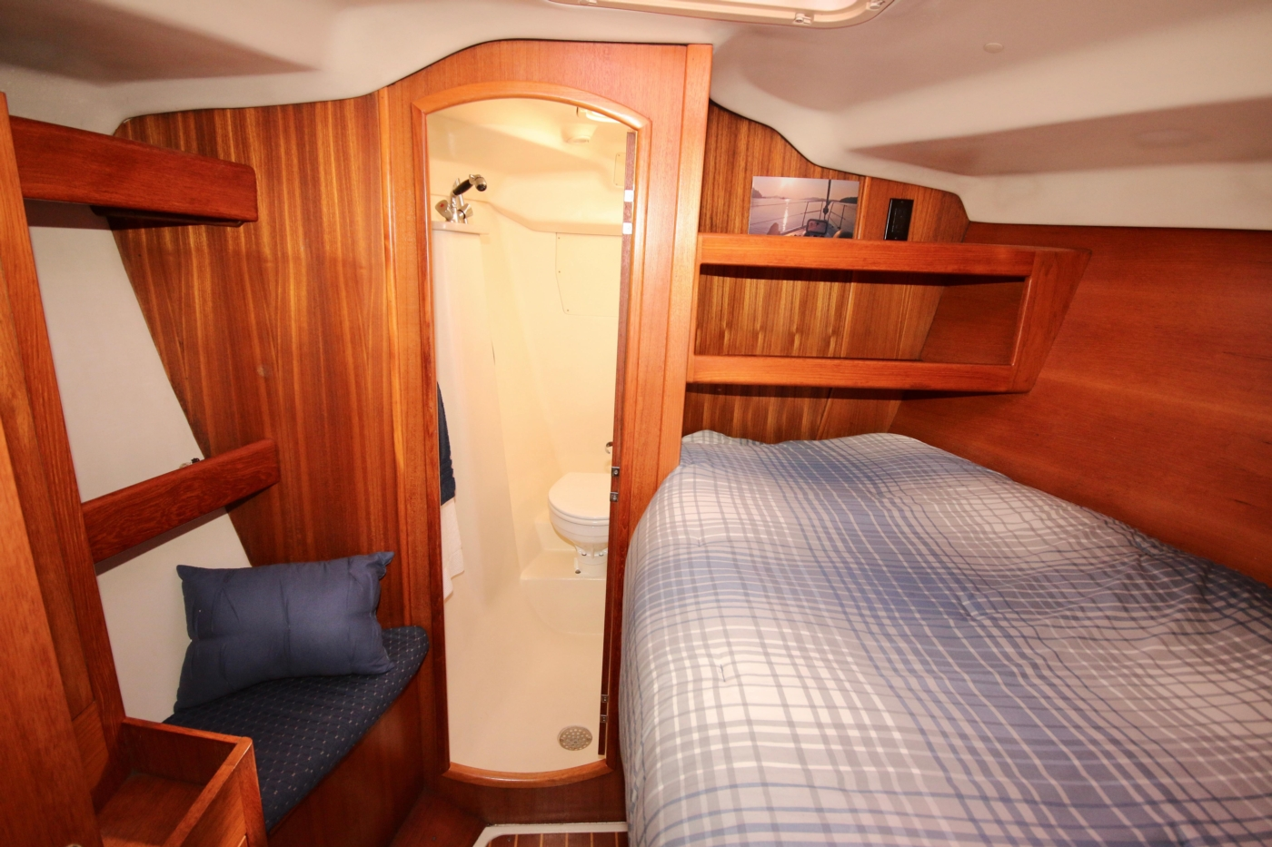 2004 Hunter Passage 420, Guest cabin looking forward