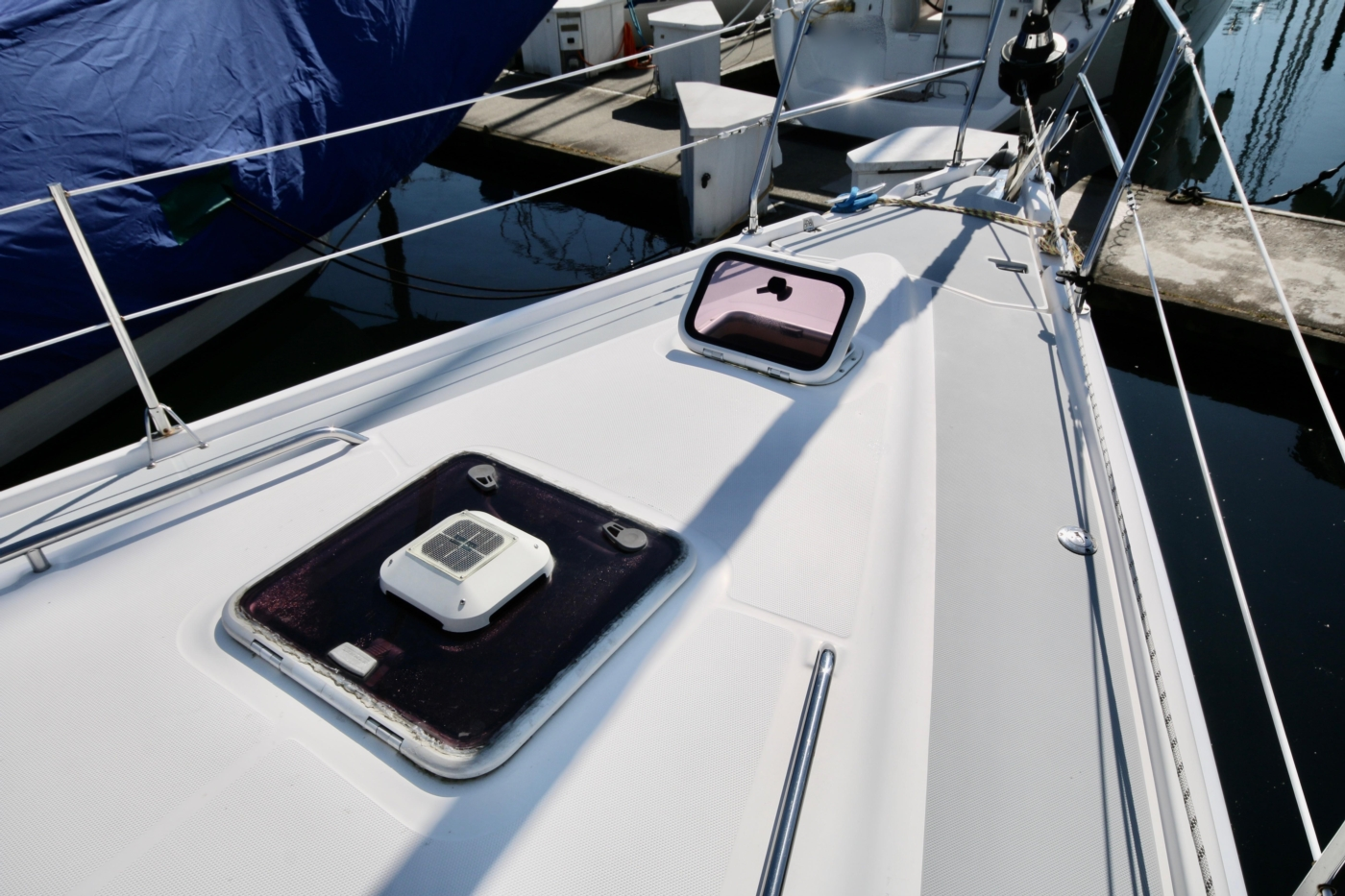2004 Hunter Passage 420, The foredeck area