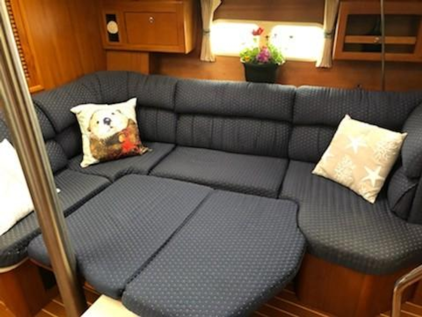 2004 Hunter Passage 420, Settee converts to double berth
