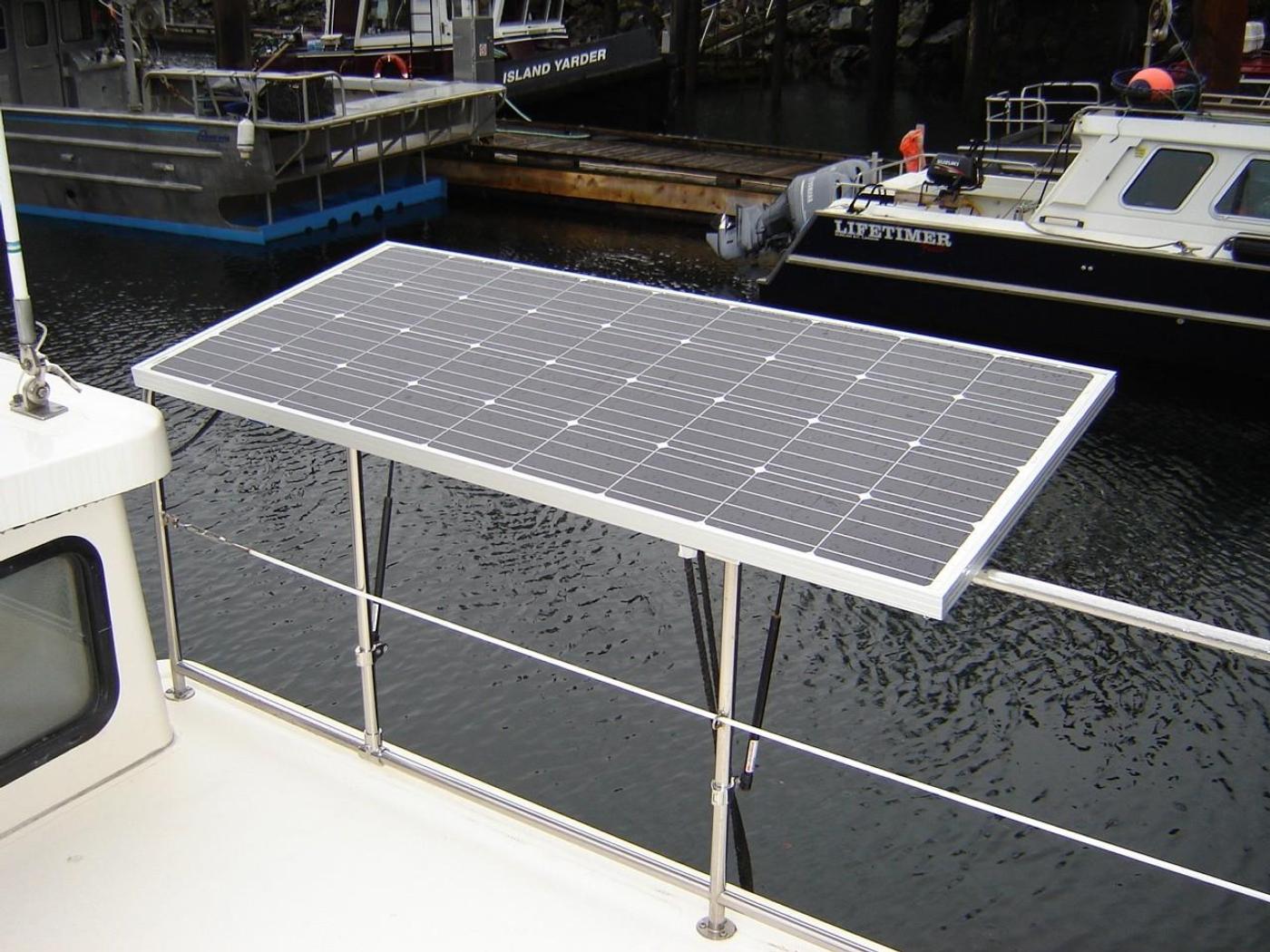 1999 Nordic Tugs 32, 1 of 2 Solar Panels Deployed