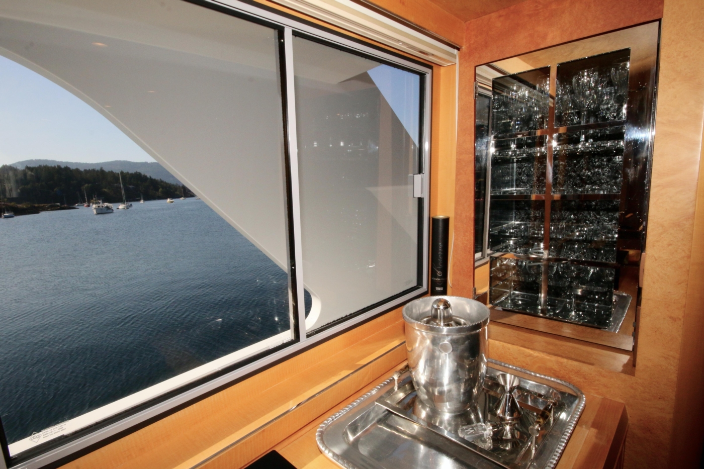 1997 Nordlund Motoryacht, Glassware storage