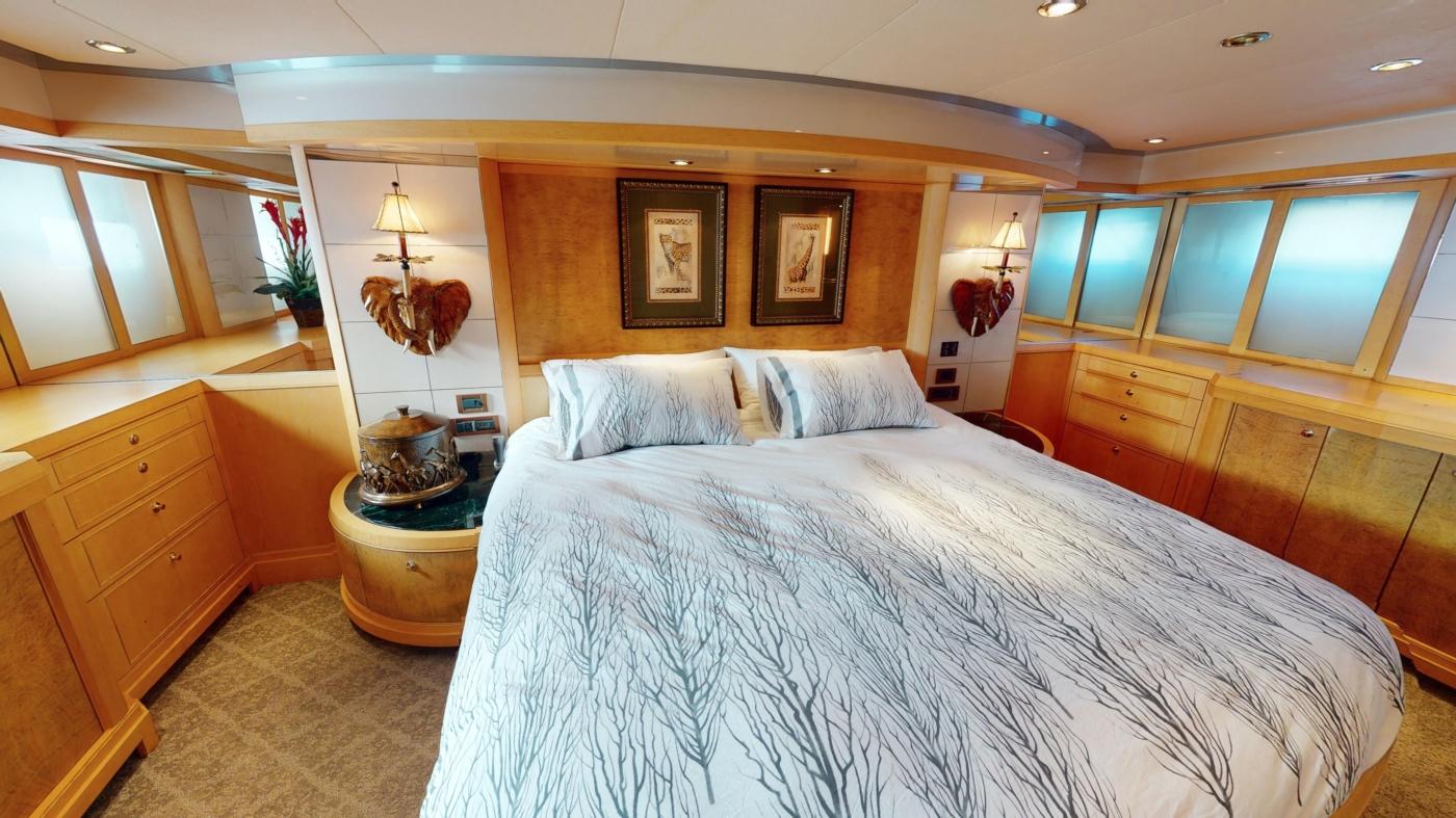 1997 Nordlund Motoryacht, Master stateroom