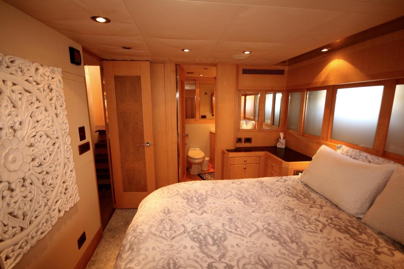 1997 Nordlund Motoryacht, Queen guest stateroom