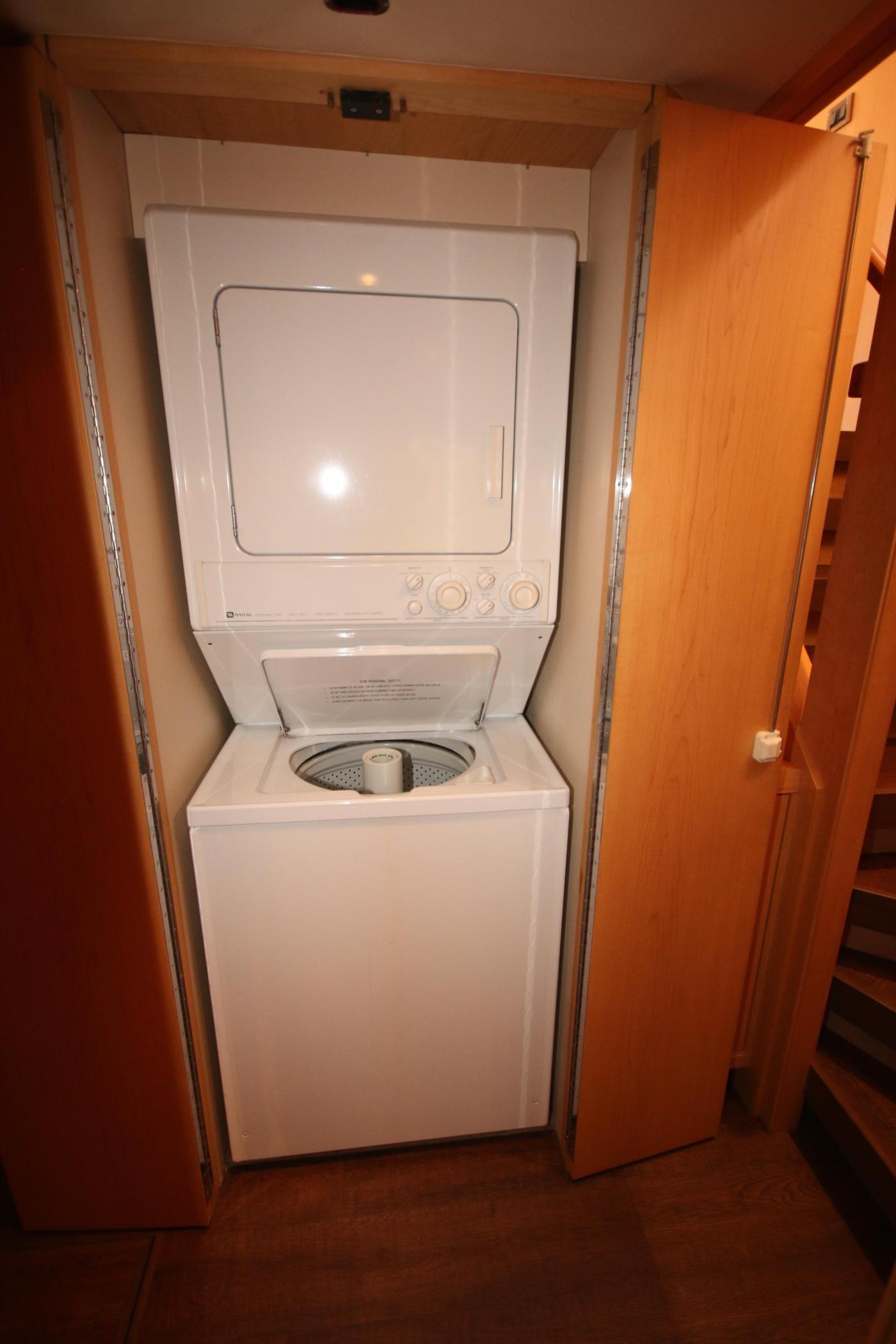 1997 Nordlund Motoryacht, Washer/Dryer