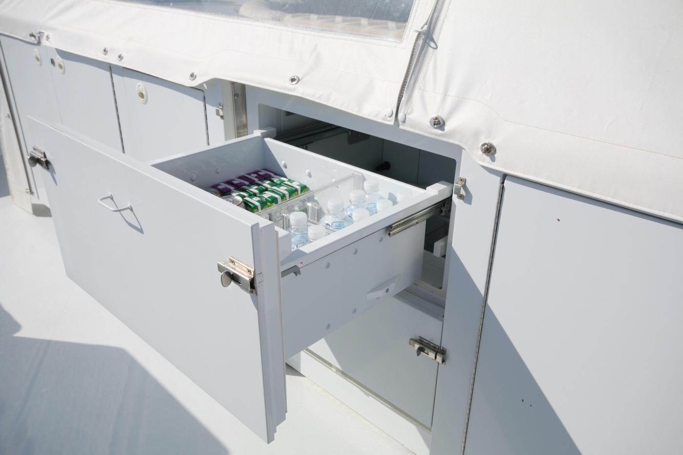 1997 Nordlund Motoryacht, Two drawer refrigerators