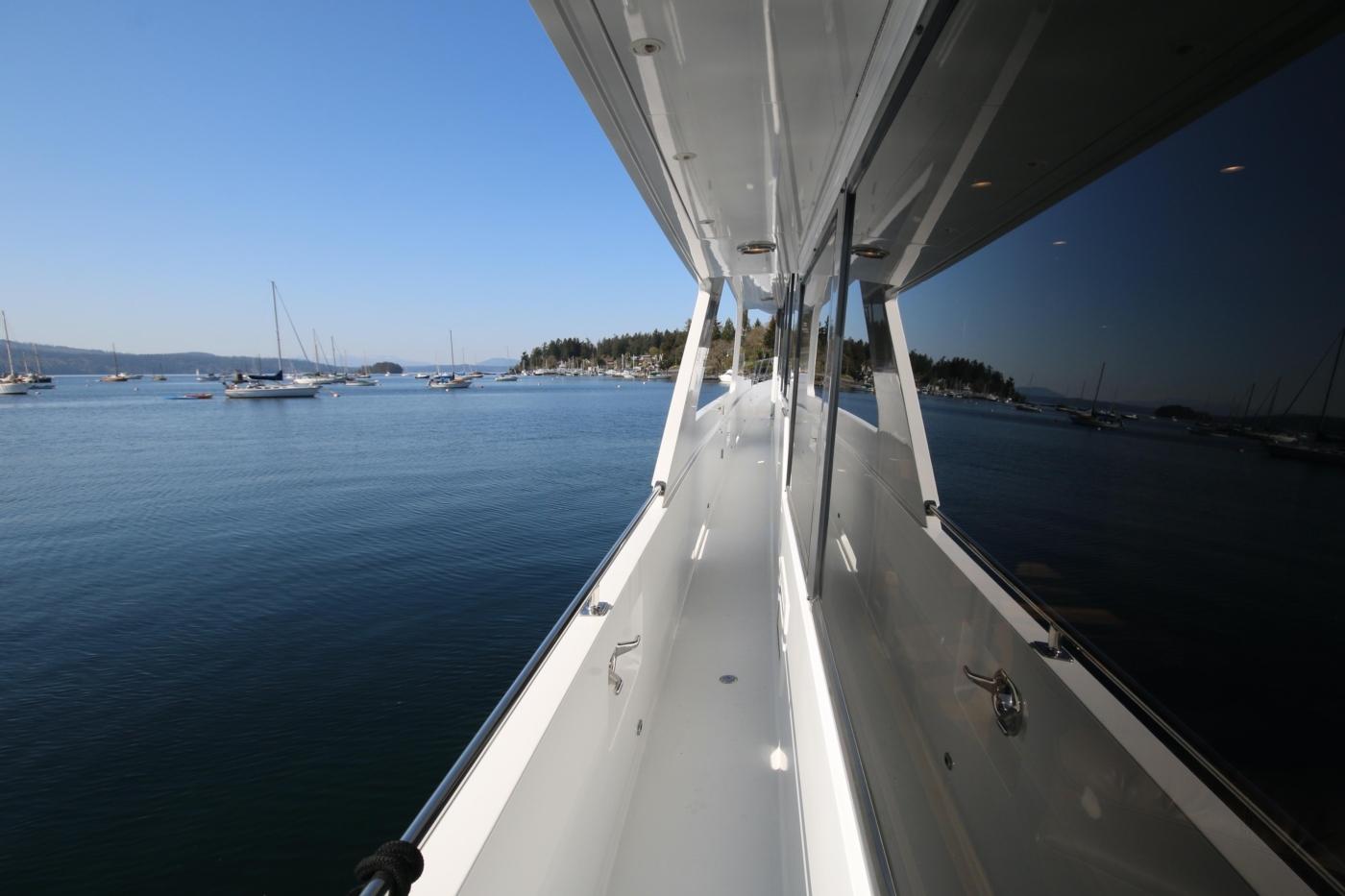 1997 Nordlund Motoryacht, Side deck
