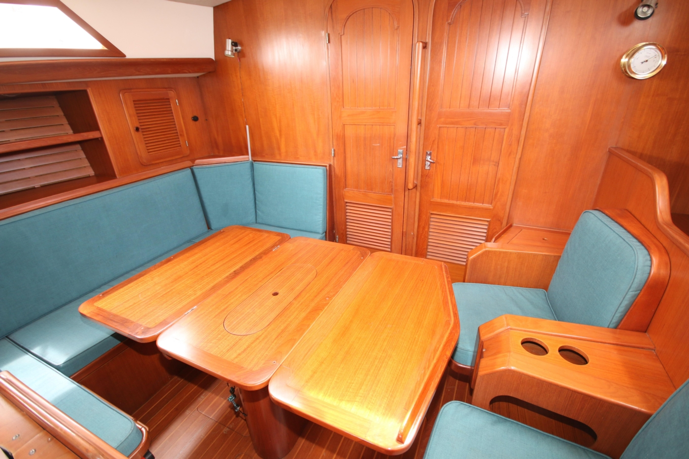 1996 Tanton 45 Offshore, Dining table