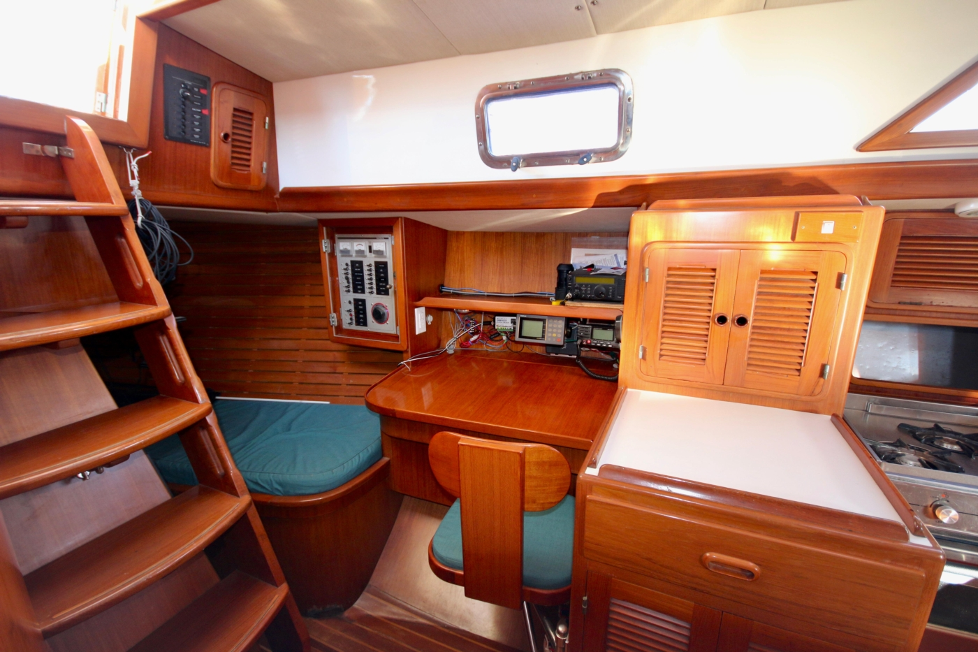 1996 Tanton 45 Offshore, Nav table and pilot berth