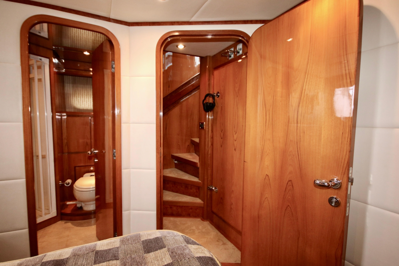 2002 Monte Fino 68, From the 4th Stateroom to Stairs