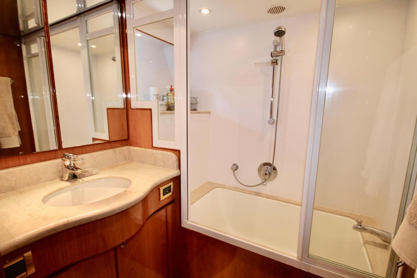 2002 Monte Fino 68, Enclosed Bath & Shower in Master