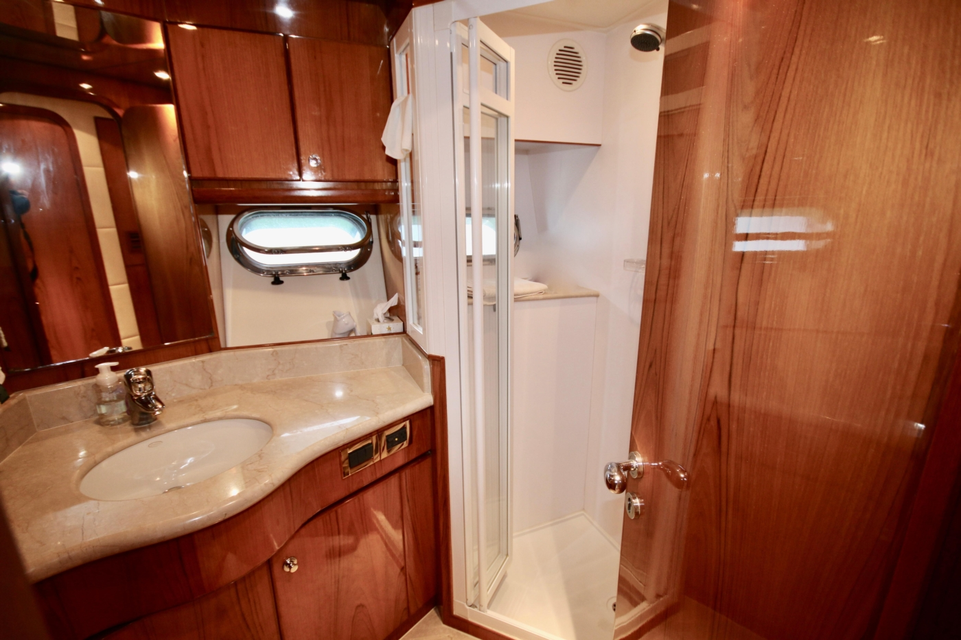 2002 Monte Fino 68, Guest Head with Shower