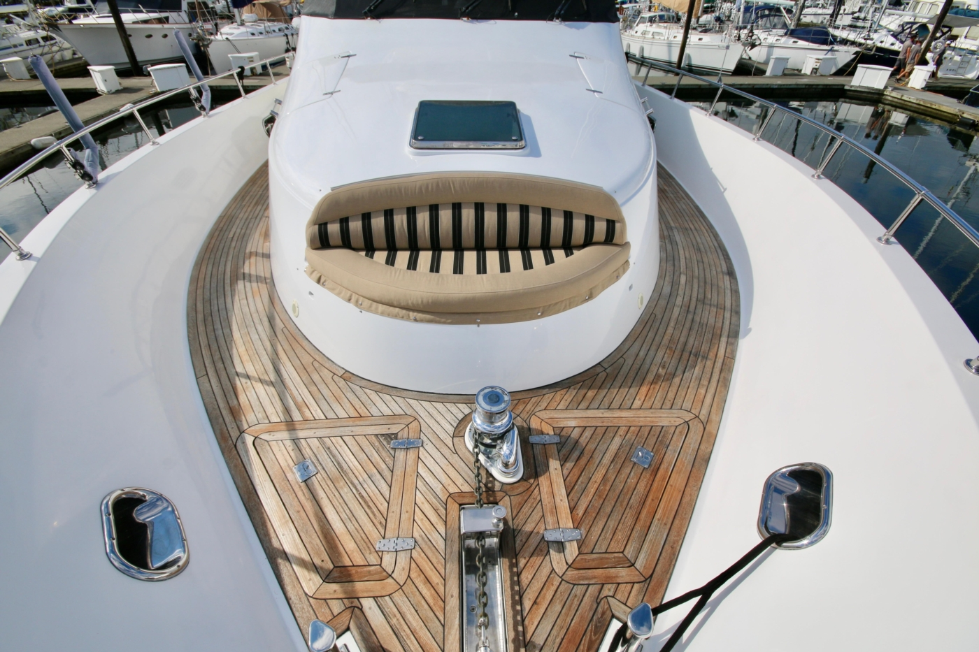 2002 Monte Fino 68, Foredeck Seating