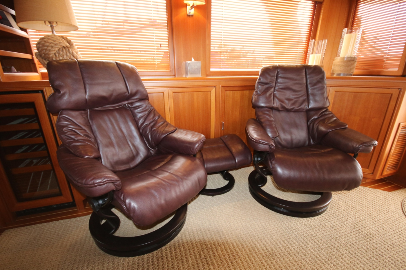 2015 Fleming 58 Pilothouse, Stressless chairs