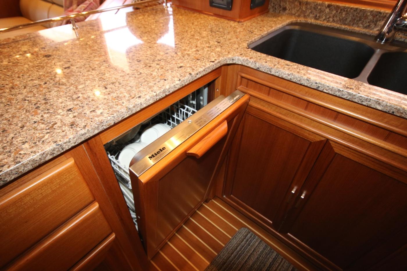 2015 Fleming 58 Pilothouse, Dishwasher
