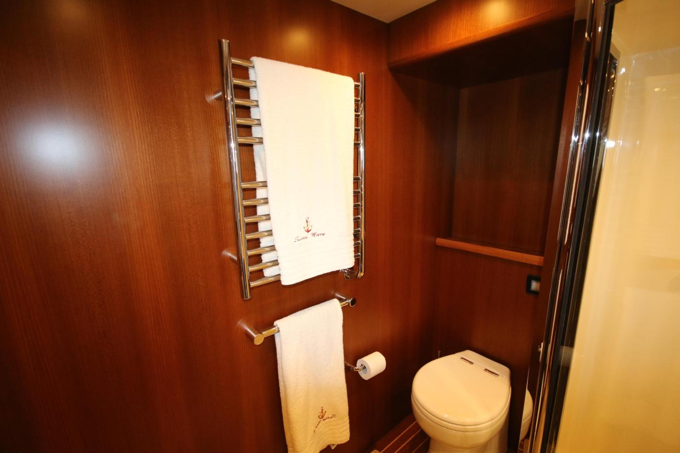 2015 Fleming 58 Pilothouse, Heated towel rails