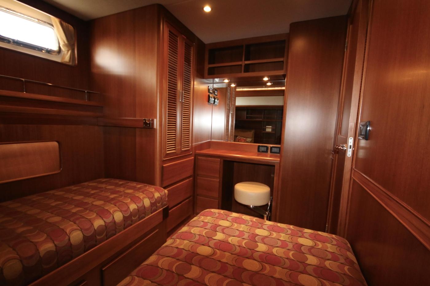 2015 Fleming 58 Pilothouse, Guest cabin vanity