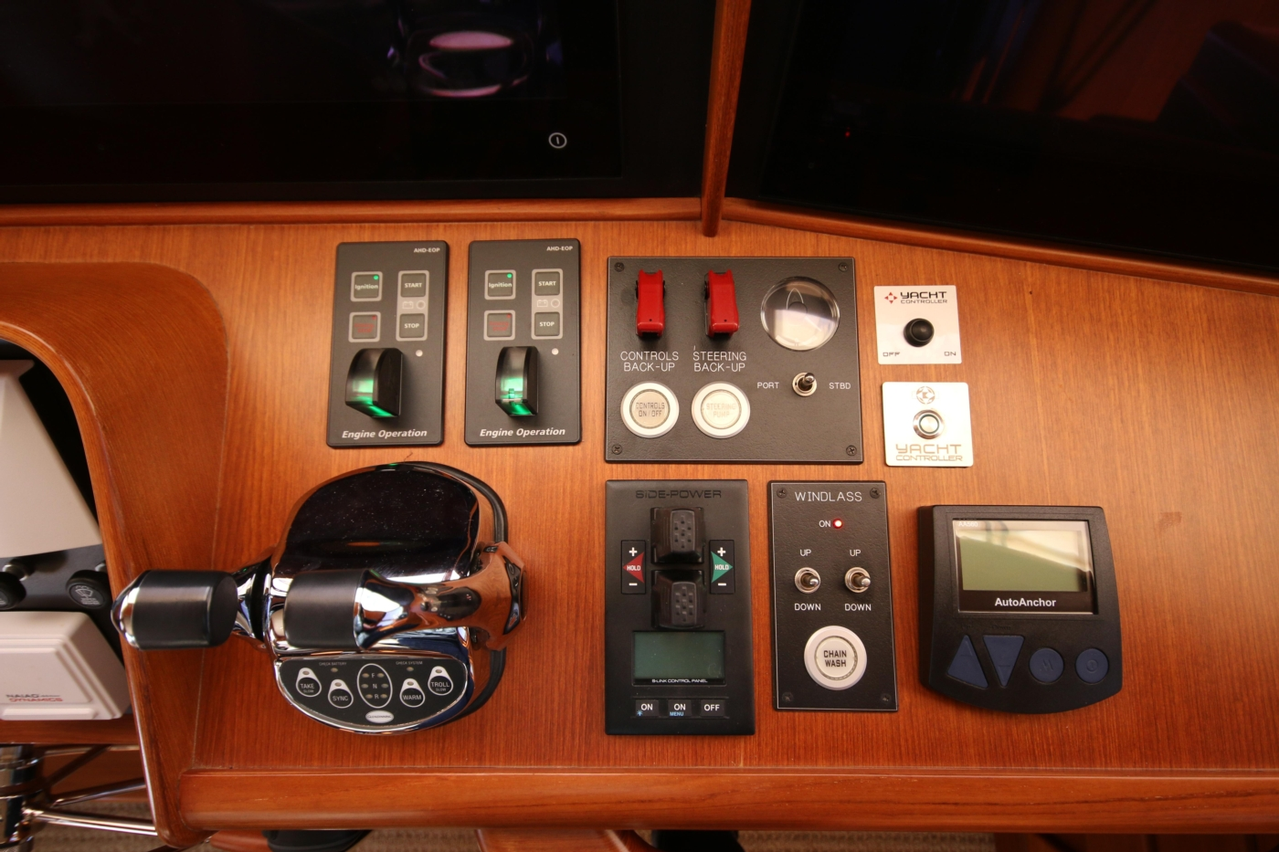 2015 Fleming 58 Pilothouse, Controls on dash