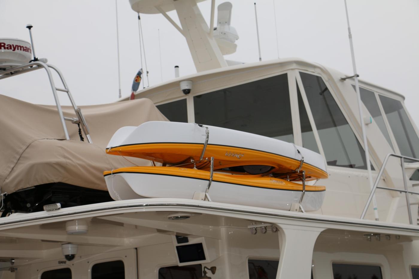 2015 Fleming 58 Pilothouse, Kayaks