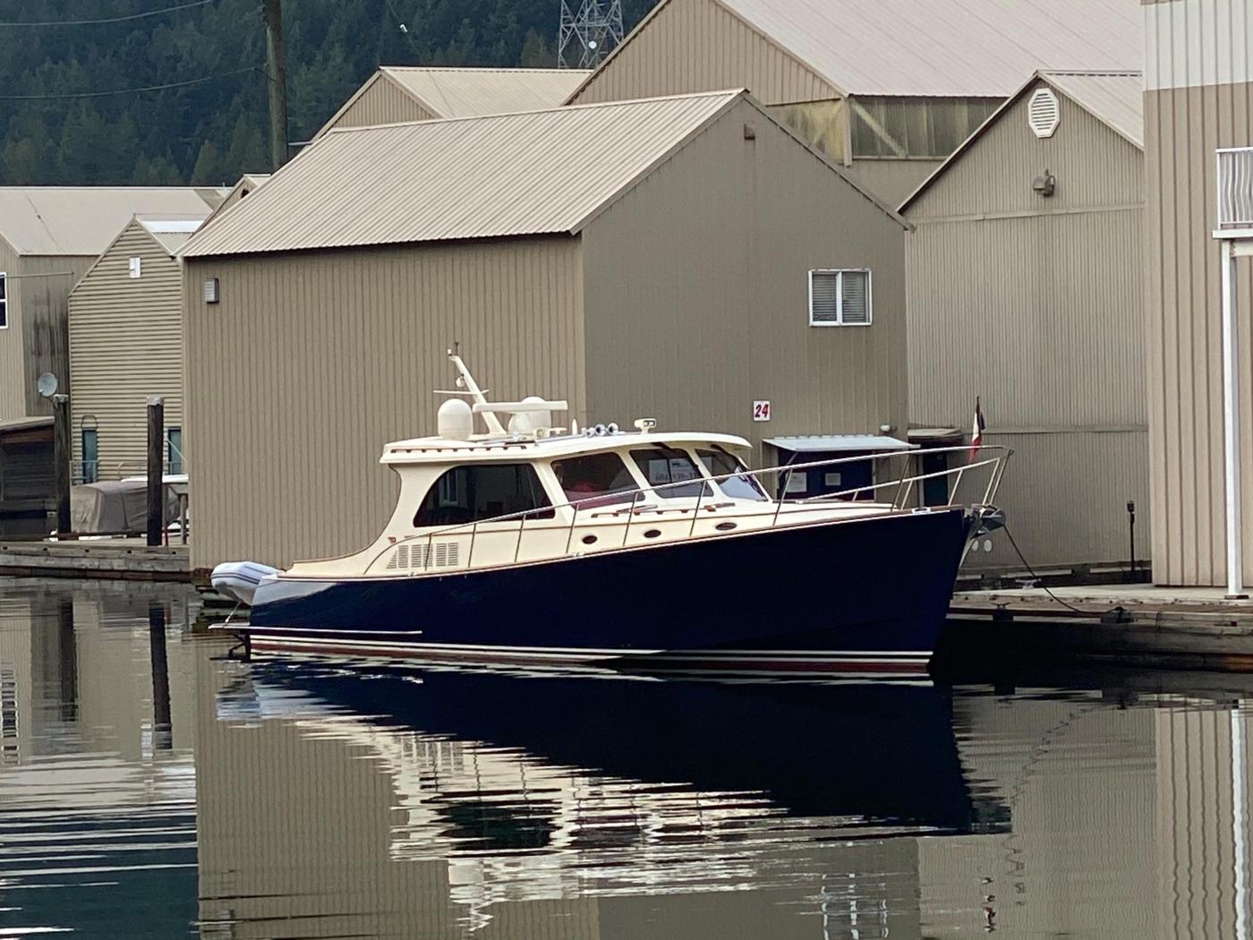 2018 Hinckley Talaria 48 MKII, At dock